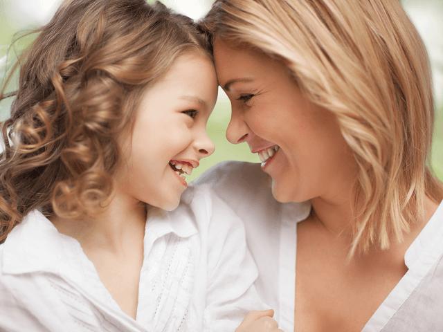 Matka s dcérou sa smejú