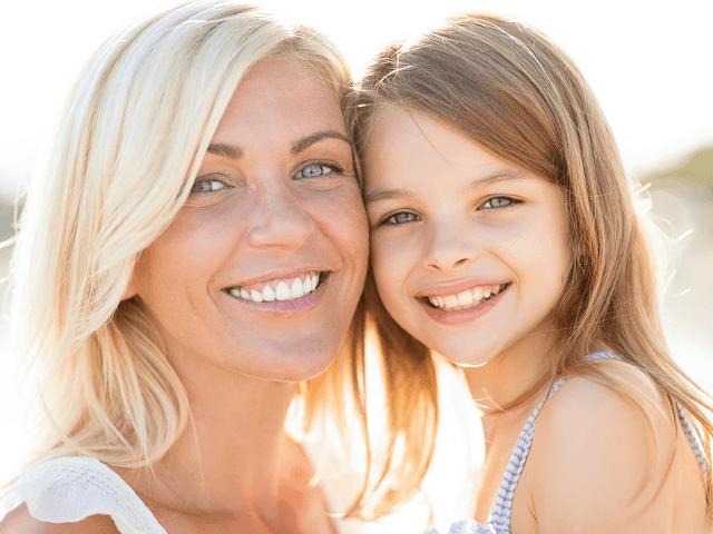 Matka s dcérou v lete vonku
